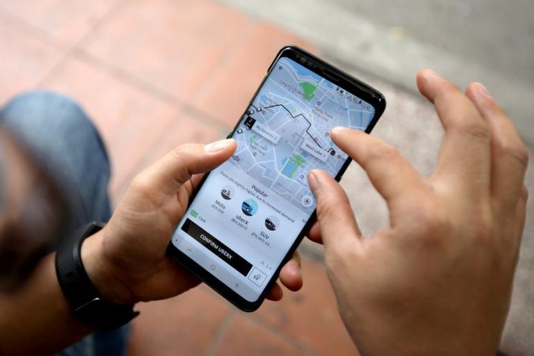 Αττική: 259 παραβάσεις για χρήση κινητού κατά τη διάρκεια της οδήγησης | Newsit.gr
