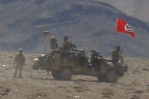 Αυστραλία: Ναζιστική σημαία σε στρατιωτικό όχημα προκαλεί οργή [pics]