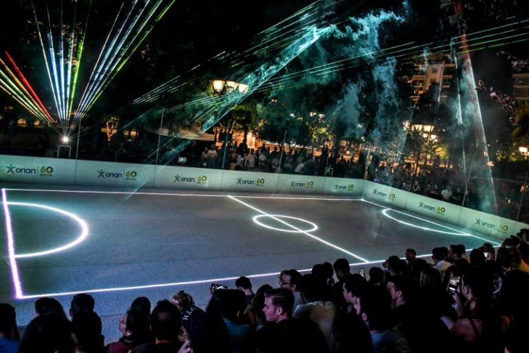 ΒΙΝΤΕΟ: Δείτε το Σύνταγμα να μετατρέπεται στο πιο πρωτότυπο γήπεδο ποδοσφαίρου | Newsit.gr