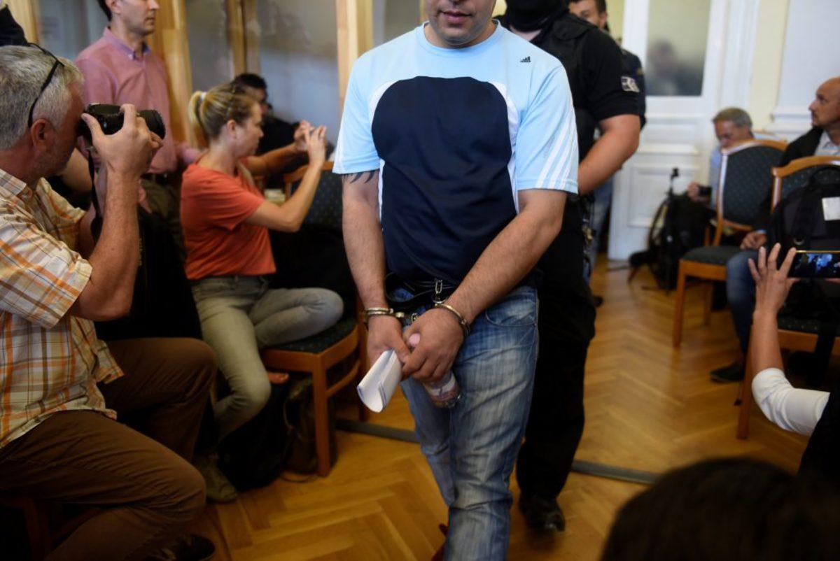 Ουγγαρία: 25 χρόνια φυλακή στους διακινητές που άφησαν 71 μετανάστες να πεθάνουν μέσα σε φορτηγό