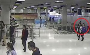 Η τρομακτική στιγμή που συμμορία απαγάγει μία Κινέζα στο αεροδρόμιο