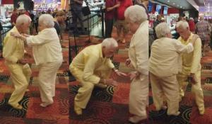 Ηλικιωμένο ζευγάρι αποδεικνύει ότι ο χορός είναι για όλους!