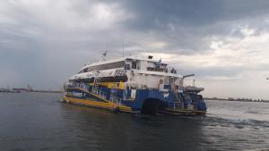 Θεσσαλονίκη: Έτσι σάλπαρε το πρώτο πλοίο για Σποράδες – Γεγονός η ακτοπλοϊκή σύνδεση – Οι εικόνες στο λιμάνι [pics, vids]