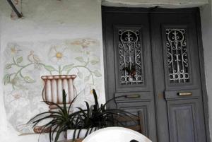 Σοκ στο Ηράκλειο – Άνοιξε την πόρτα και βρήκε νεκρό τον γιο του