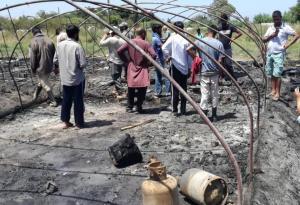 Απελπισία για τους εργάτες της Μανωλάδας – Κάηκαν τα πάντα στη μεγάλη φωτιά