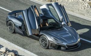 H Porsche εξαγοράζει το 10% της κατασκευάστριας ηλεκτρικών hypercars Rimac