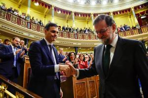 Ισπανία: Ο Ραχόι έφυγε, ο Σάντσεθ ήρθε – Υπερψηφίστηκε η πρόταση μομφής