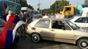 Σερβία: Με αποκλεισμό των δρόμων απαντούν οι πολίτες στην αύξηση της τιμής των καυσίμων