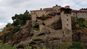 Μετέωρα: Ουρές προσκυνητών στα μοναστήρια – 6.000 άτομα μέσα σε ένα τριήμερο [pic, vid]
