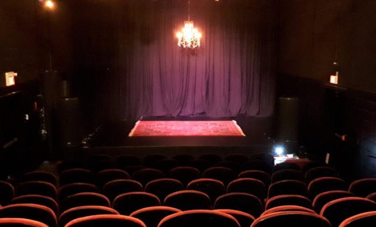 «Είχε πάρει όλες τις πρωταγωνίστριες του θεάτρου, από πρωταγωνίστριες μέχρι κομπάρσες»! | Newsit.gr