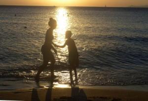 Πολυνομοσχέδιο: Τουριστική εκπαίδευση, επιμήκυνση τουριστικής περιόδου και στήριξη των νησιών του Αν. Αιγαίου