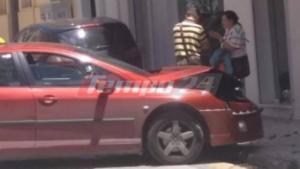 Πάτρα: Ταξί «καρφώθηκε» σε βιτρίνα μαγαζιού! Ευτυχώς δεν περνούσε κόσμος