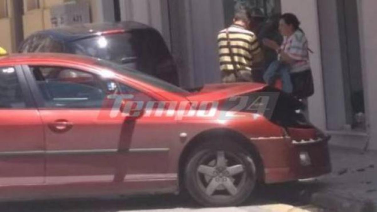 Πάτρα: Ταξί «καρφώθηκε» σε βιτρίνα μαγαζιού! Ευτυχώς δεν περνούσε κόσμος | Newsit.gr