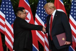 Άρχισαν και… αλληλογραφία τώρα Τραμπ και Κιμ Γιονγκ Ουν