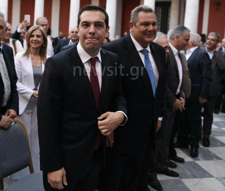 Έφτασε στο Ζάππειο ο Αλέξης Τσίπρας με κόκκινη γραβάτα και την Μπέτυ Μπαζιάνα δίπλα του! Live η… φιέστα για την συμφωνία του Eurogroup! | Newsit.gr