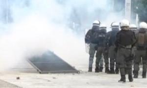 Ένταση και επεισόδια στη Θεσσαλονίκη έξω από εκδήλωση του ΣΥΡΙΖΑ για το Σκοπιανό
