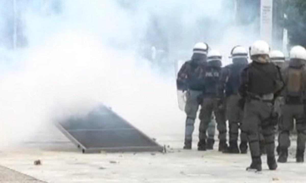 Ένταση και επεισόδια στη Θεσσαλονίκη έξω από εκδήλωση του ΣΥΡΙΖΑ για το Σκοπιανό | Newsit.gr