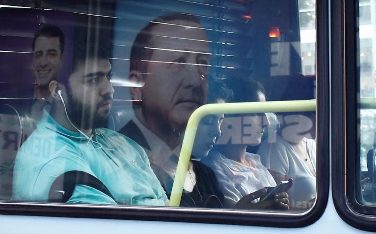 Εκλογές στην Τουρκία – Χουριέτ: Αρκετοί θα ψηφίσουν το φιλοκουρδικό HDP, όχι επειδή τους αρέσει