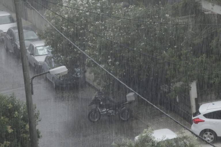Προβλήματα στην Αττική από την ισχυρή βροχόπτωση | Newsit.gr