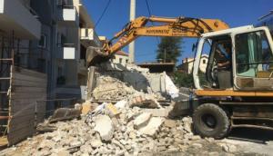 Χανιά: Κατεδαφίστηκε από συνεργεία του δήμου παλιός υποσταθμός της ΔΕΗ [pics, vid]