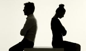 Πασίγνωστος Έλληνας τραγουδιστής δηλώνει: «Με τη γυναίκα μου είμαστε σε διάσταση από το 1998, αλλά δεν έχουμε πάρει διαζύγιο»
