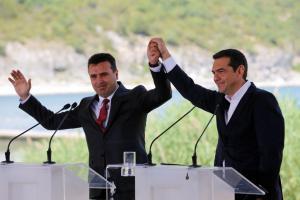 Πρέσπες: Ιστορική ημέρα! «Έπεσαν» οι υπογραφές για τη «Βόρεια Μακεδονία»