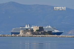 Πλωτό «παλάτι» στο Ναύπλιο – Εντυπωσιακές εικόνες από το κρουαζιερόπλοιο Oosterdam – video