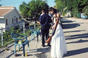 Κεφαλονιά: Η νύφη έφτασε κρατώντας… καραμπίνα!