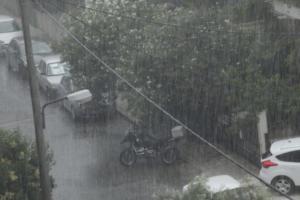 Κρήτη: Ανέβηκε στο λόφο για να γλιτώσει από το νερό – Προβλήματα από τη βροχή