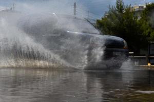 Καιρός: Με κουφόβραση και πλημμύρες φεύγει ο Ιούλιος