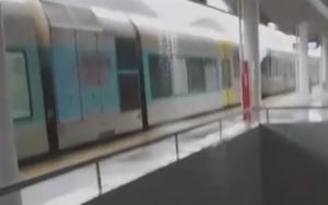 Φθιώτιδα: Βάζει νερά ο «υπερσύγχρονος» σταθμός του ΟΣΕ στο Λιανοκλάδι – Οι εικόνες την ώρα της βροχής – video