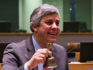 """Σεντένο για Ελλάδα: """"Μαξιλάρι ασφαλείας"""" για τουλάχιστον 22 μήνες – Μοσκοβισί: Ιστορική στιγμή"""