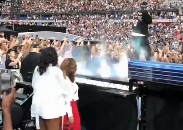 Μισέλ Ομπάμα: Με καυτό σορτσάκι στη συναυλία της Beyonce | Newsit.gr