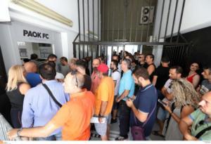 ΠΑΟΚ- Βασιλεία: «Έτοιμο» το sold out! Μοίρασε φανέλες ο Σαββίδης