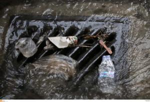 Προβλήματα από την ισχυρή βροχόπτωση σε Αθήνα και Πειραιά – Ποιοι δρόμοι έκλεισαν
