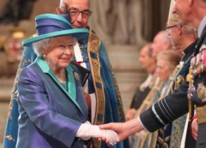 Βασίλισσα Ελισάβετ: Στο σφυρί τα… σαραβαλάκια της