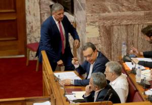 """Βουλή:  Άγρια κόντρα Σκουρλέτη – Πατούλη, με καταγγελίες για διαφθορά και ανταλλαγή """"φιλοφρονήσεων"""""""