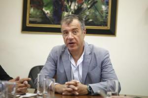 """Θεοδωράκης: Κάποιοι πολιτικοί με """"σημαίες ευκαιρίας"""" ξαφνιάζονται από τις σταθερές θέσεις μας"""