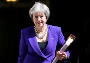 Τερέζα Μέι: Μετά τις παραιτήσεις υπουργών δεσμεύεται να επιταχύνει την τελική συμφωνία για το Brexit
