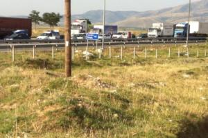 Τρίκαλα: Κυκλοφοριακό χάος στην εθνική οδό – Πρόσφυγες έκλεισαν τον δρόμο και διαμαρτύρονται [pic]
