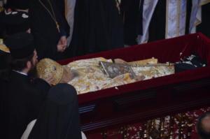 Στον Άγιο Αχίλλιο το σκήνωμα του Μακαριστού Μητροπολίτη Ιγνάτιου [pics]