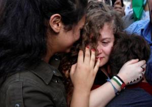 «Η αντίσταση συνεχίζεται»! Με δάκρυα στα μάτια, ξανά ελεύθερη η Άχεντ Ταμίμι! video, pics