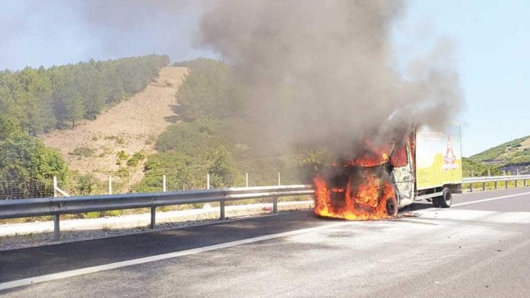 Έβρος: Θρίλερ στην Εγνατία Οδό με φλεγόμενο φορτηγό – Η στιγμή που πιάνει φωτιά – Γλίτωσε ο οδηγός [pics] | Newsit.gr