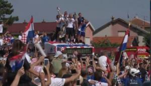 Μουντιάλ 2018: Τρομερή υποδοχή στην κροατική αποστολή! Η βόλτα του θριάμβου στο Ζάγκρεμπ – video