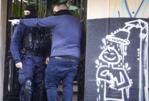 """Εξάρχεια: Επιχείρηση """"σκούπα"""" για ναρκωτικά! Δυο συλλήψεις"""