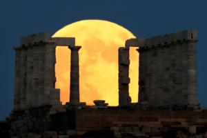 Στιγμές αληθινής μαγείας από το «ματωμένο φεγγάρι» στην Ελλάδα και τον κόσμο! [pics]