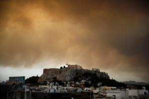 """Φωτιά στην Κινέτα: """"Πνίγεται"""" η Αθήνα, """"χάθηκε"""" η Ακρόπολη – Απίστευτες εικόνες"""