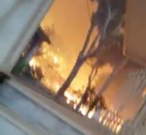 Φωτιά στο Μάτι: Το πιο σοκαριστικό βίντεο – Καταγράφει την φωτιά την ώρα που πλησιάζει το σπίτι του!