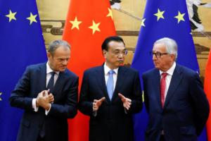 Γιούνκερ: Η Κίνα θα μπορούσε να ανοίξει την οικονομία της αν ήθελε