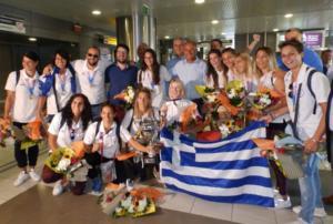 Επέστρεψαν τα «χρυσά» κορίτσια του ελληνικού χάντμπολ! Η υποδοχή των πρωταθλητών κόσμου